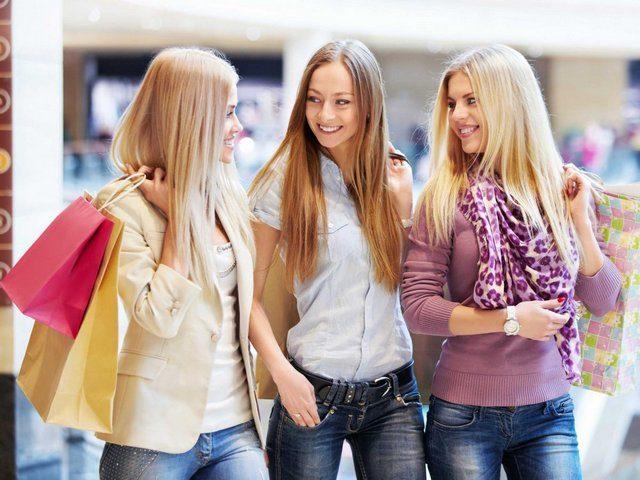 young-women-girls-shopping
